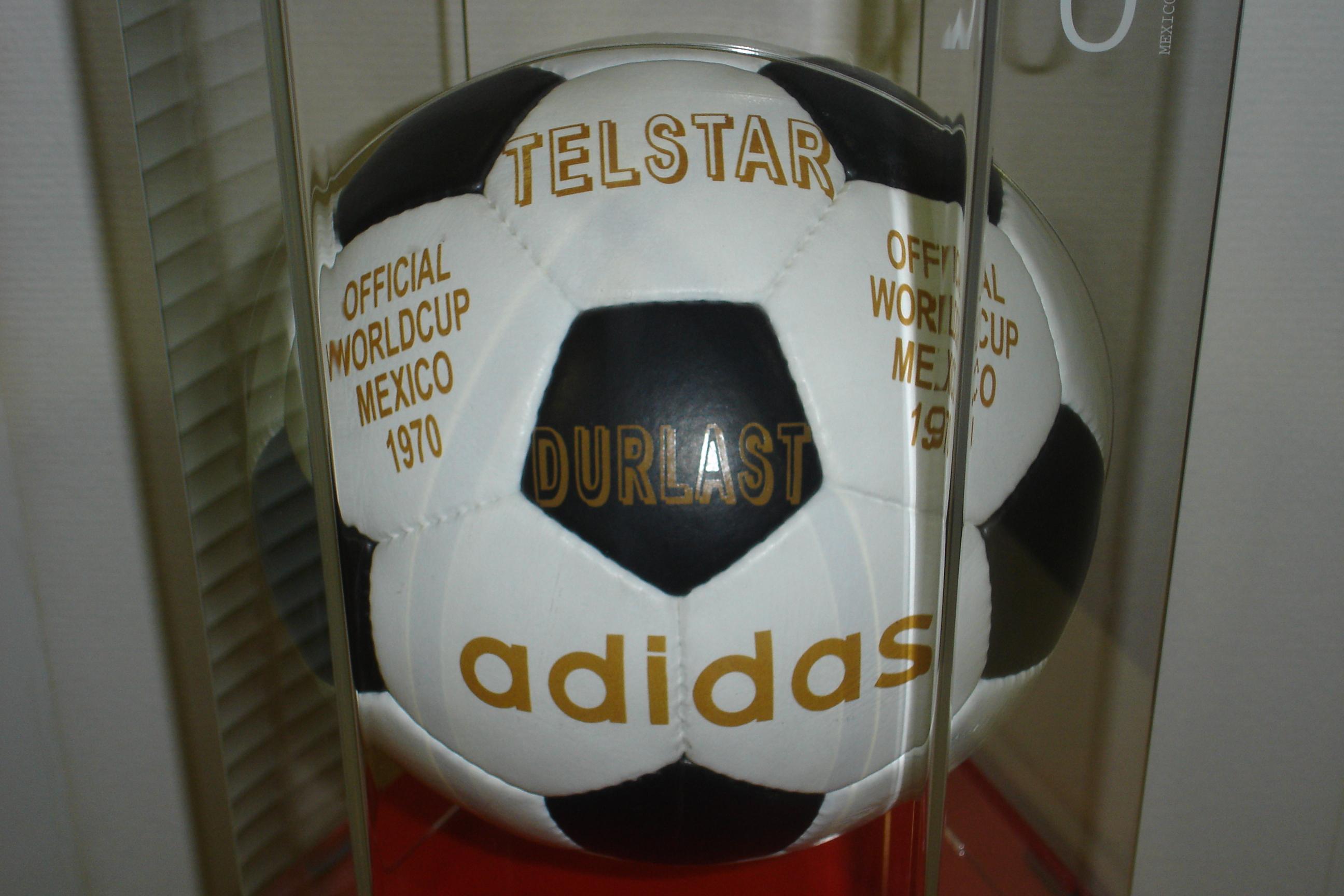 Официальный мяч Олимпийских игр 1972 года – Telstar.