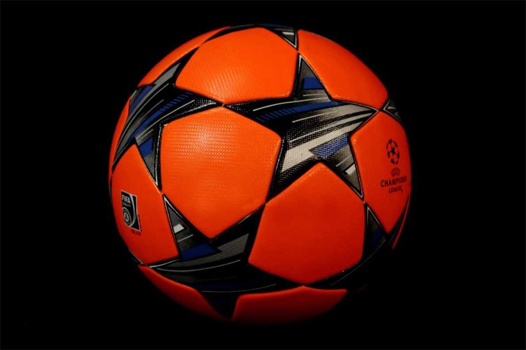 оранжевая версия мяча finale 13