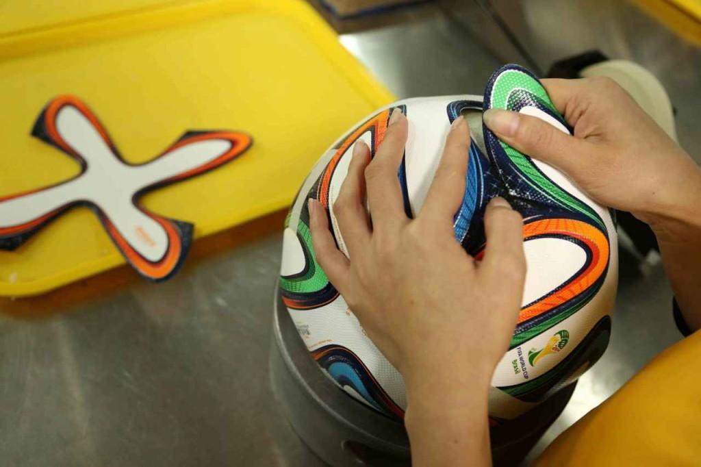 изготовление мяча Brazuca