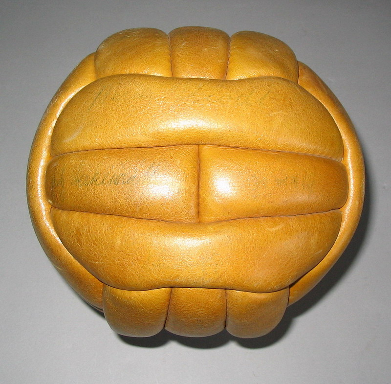 Original ball used at the 1958 world cup_6_redimensionar