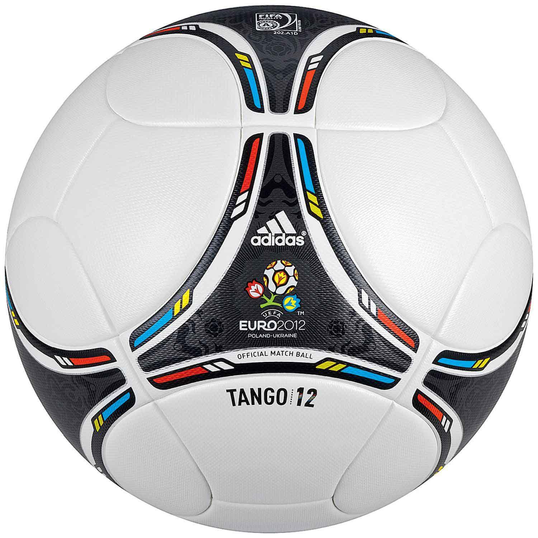 Футбольный мяч в жопе 1 фотография