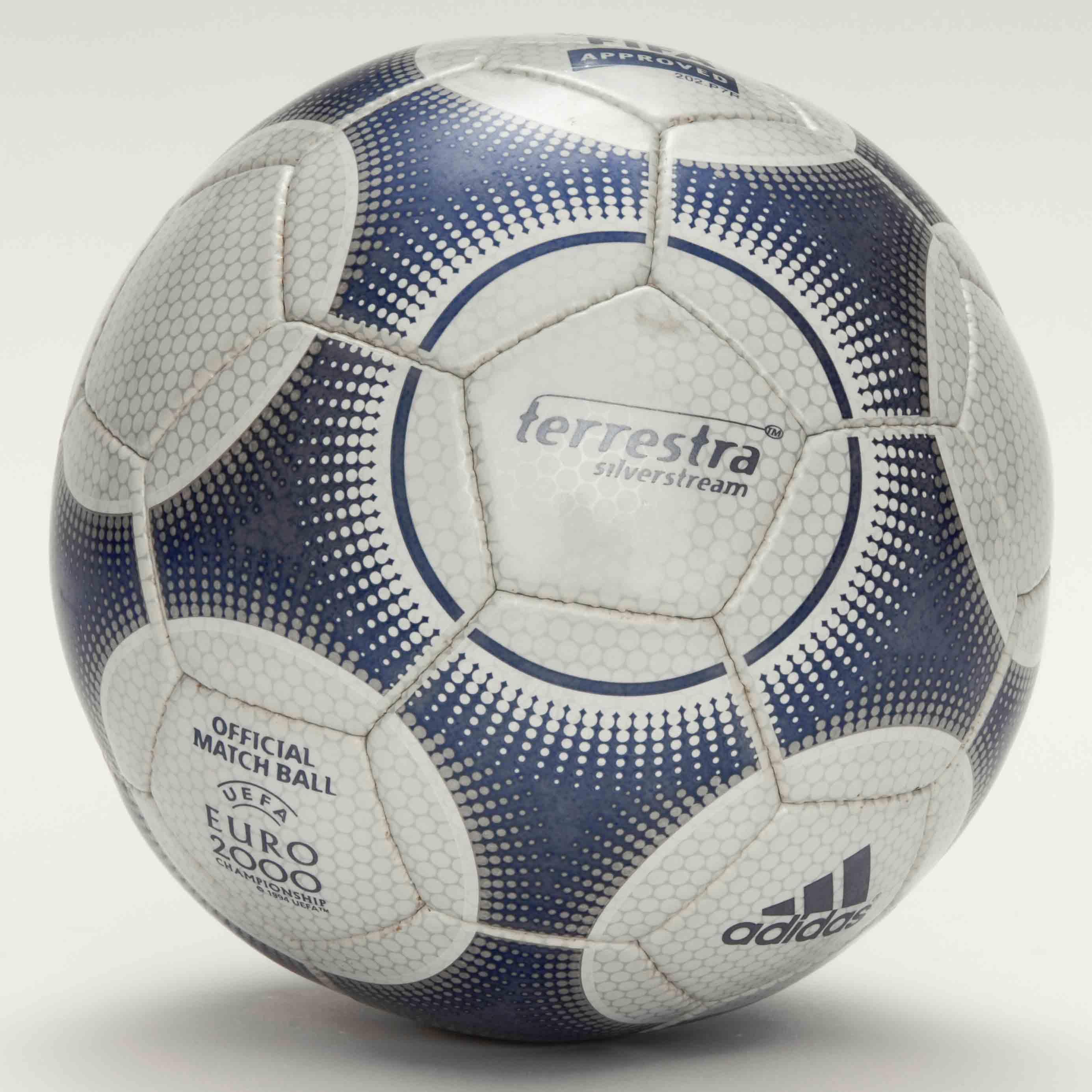 Мячом финал Кубка УЕФА 2000 года был Terrestra Silverstream