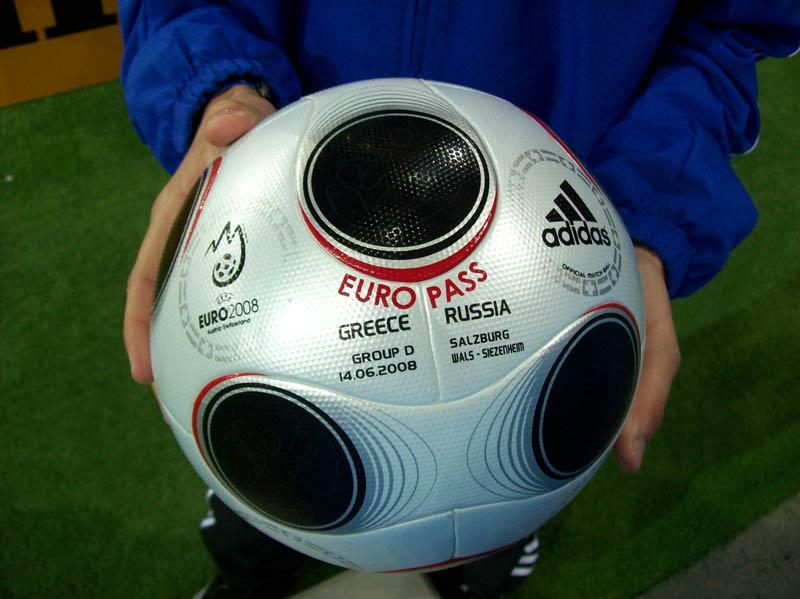 Ofitsial-ny-j-myach-evro-2008-Europass-match-Gretsiya-Rossiya