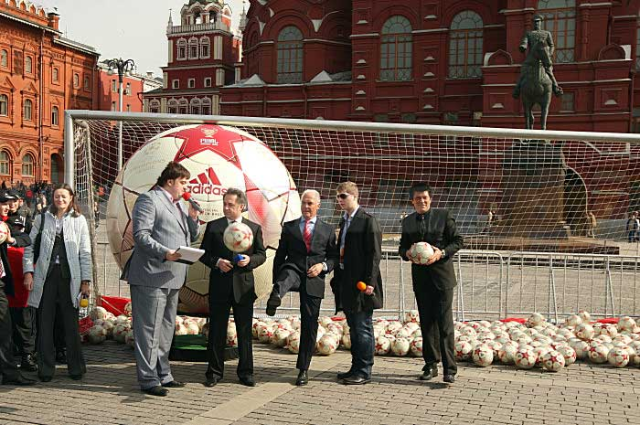 Презентация официального мяча лч 2008