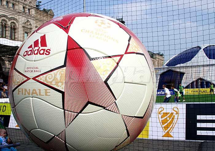 презентация мяча финала лиги чемпионов 2008