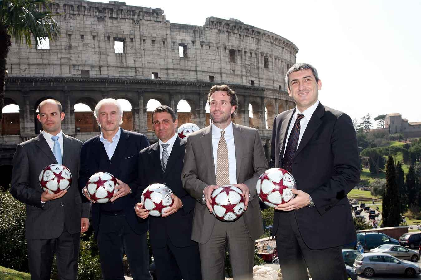 презентация мяча лиги чемпионов 2009