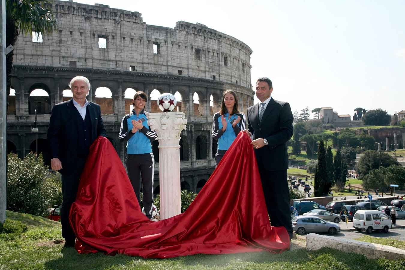 презентация мяча финала лиги чемпионов 2009 - adidas finale roma