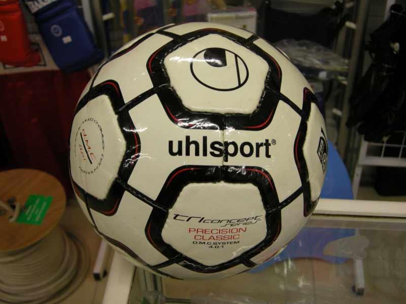 Мячом финала Кубка УЕФА 1996 года был мяч Uhlsport
