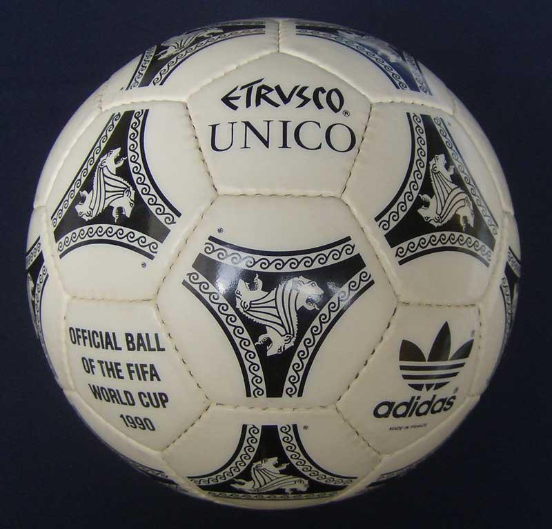 Официальным мячом финала Кубка УЕФА 1990 был Etrusco Unico