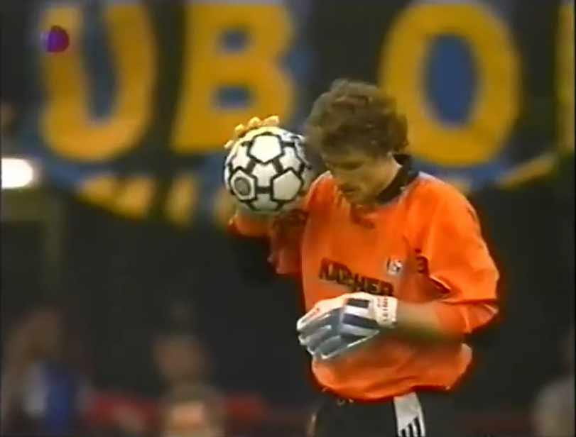 В финале Кубка УЕФА 1997 года использовался так же мяч Uhlsport.
