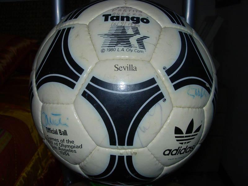 официальный мяч Олимпийских игр 1984 стал мяч Tango Sevilla
