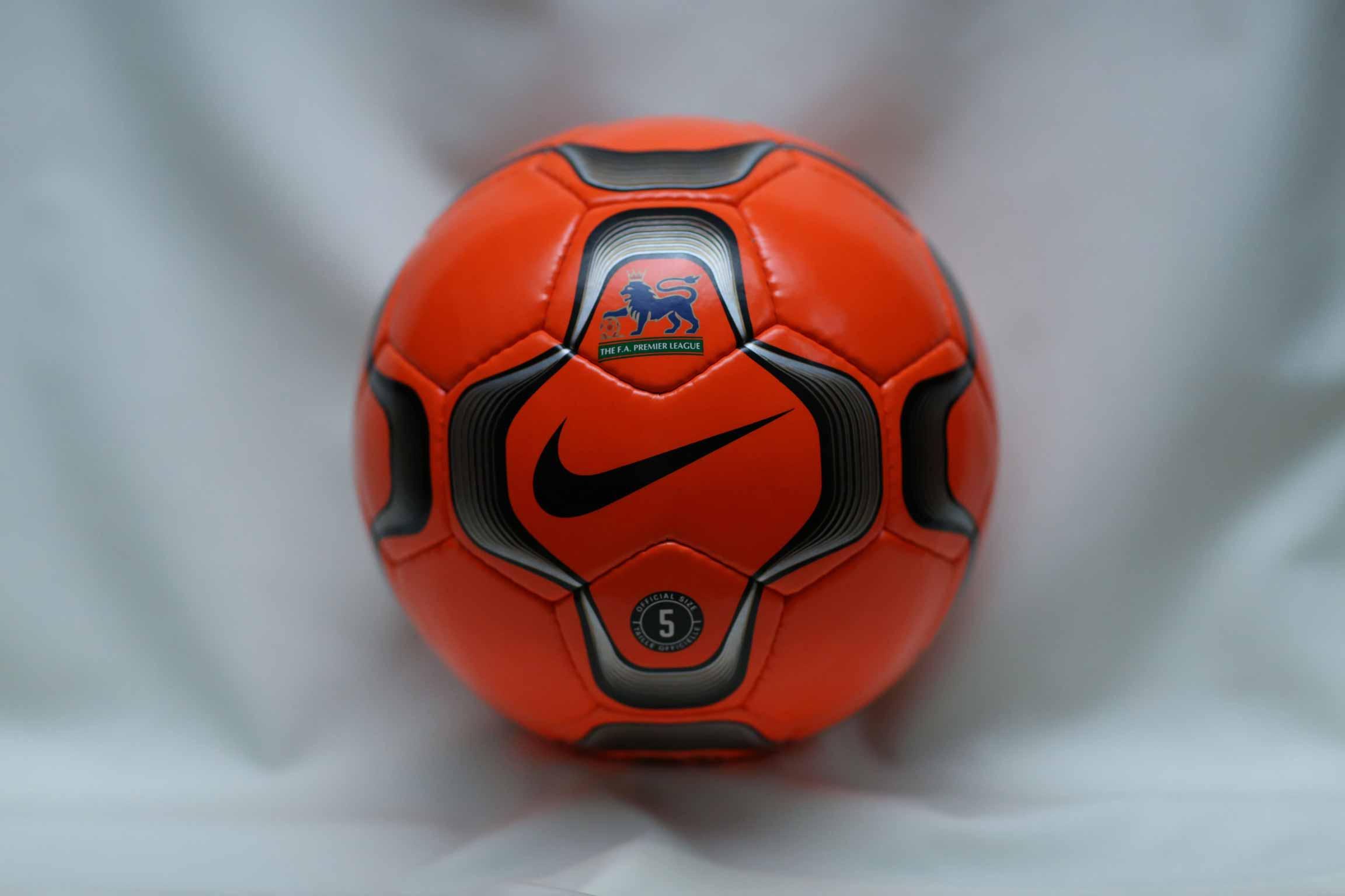 Зимняя версия мяча Английской премьер Лиги сезонов 2002-2003, 2003-2004 — NIKE GEO MERLIN VAPOR